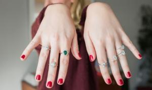 diamond-rings-hands-2-carat