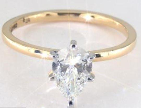 1.00ct J colored SI1 pear shaped diamond on a yellow gold ring